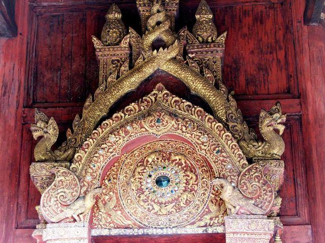 Zdobienia w jednej z buddyjskich świątyń (2009)