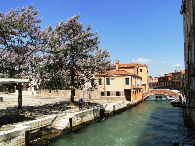 Wiosna w Wenecji, dzielnica Dorsoduro, kanał Riva di San Basilio (2011)