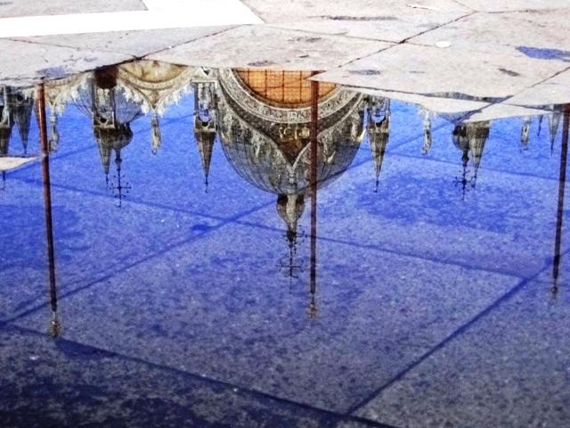 Woda na Placu Świętego Marka, ale na szczęście nie aqua alta, a dodatkowo odbicie Bazyliki Świętego Marka  (2011)