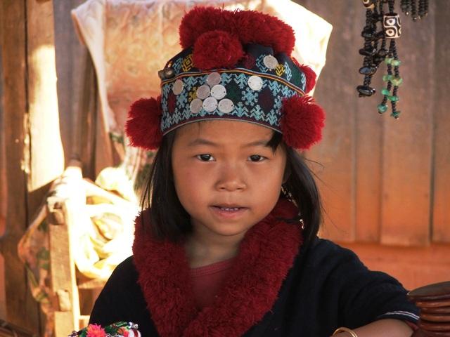 Dziewczyna z górskiego plemienia Yao w północnej Tajlandii (2009)