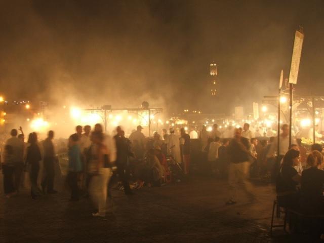 Plac Jemaa el- Fna nocą (Marakesz, 2005)