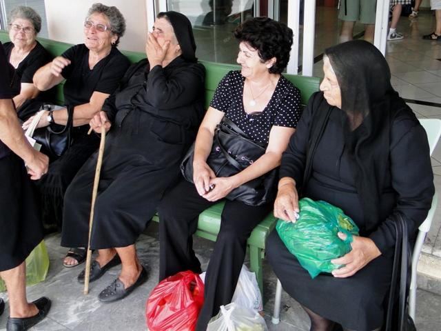 W oczekiwaniu na autobus (Agios Nikolaos, 2011)