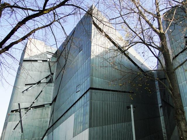 Muzeum żydowskie zaprojektowane przez Daniela Libeskinda  (2011)