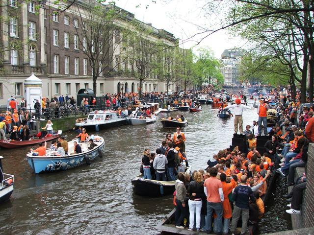 Obchody dnia Królowej w Amsterdamie (30.04.2008)