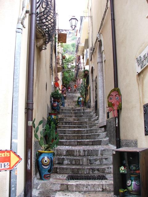 Wąskie uliczki Taorminy (Sycylia, 2008)