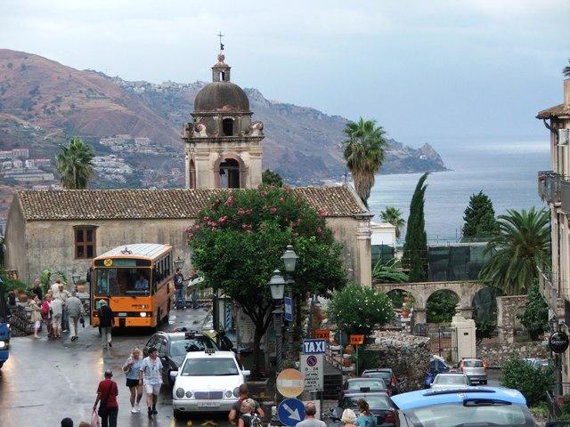 Taormina, miejscowość położona w północnej części wschodniego wybrzeża Sycylii (2008)