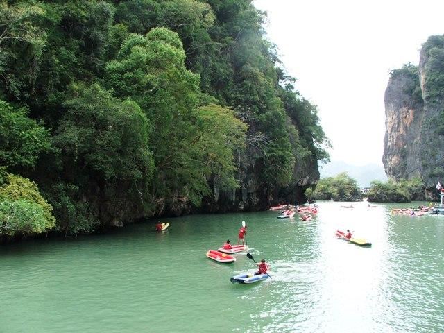 Kajaki wśród wysp w zatoce Phang Nga (2010)