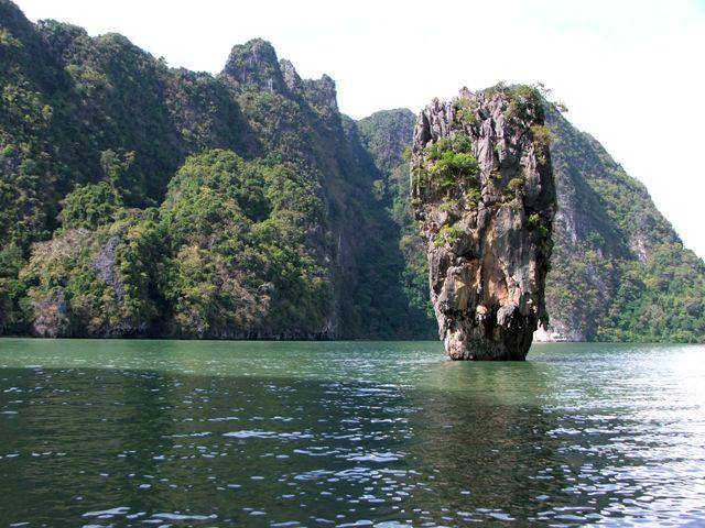 Wyspa Ko Tapu (zwana Wyspą Jamesa Bonda (zatoka Phang Nga, 2010)