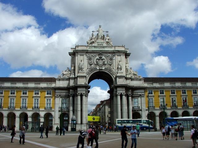 Barokowy łuk triumfalny z XIX w. prowadzi z Baixy na Plac do Comercio (2010)
