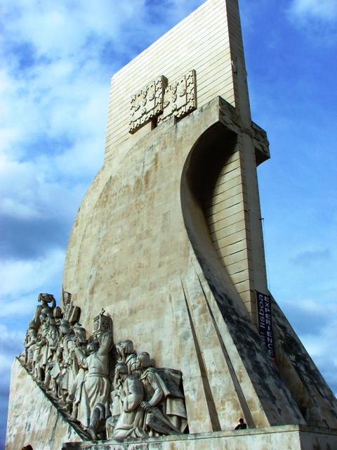 Pomnik Odkrywców wybudowany w 1960 roku w 500-lecie śmierci Henryka Żeglarza (2010)