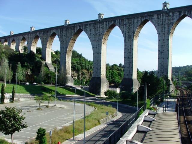 Akwedukt Aguas Livres wzniesiony na rozkaz Jana V (2010)
