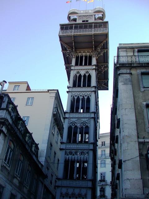 Niezwykła metalowa konstrukcja windy Santa Justa w stylu neogotyckim (2010)