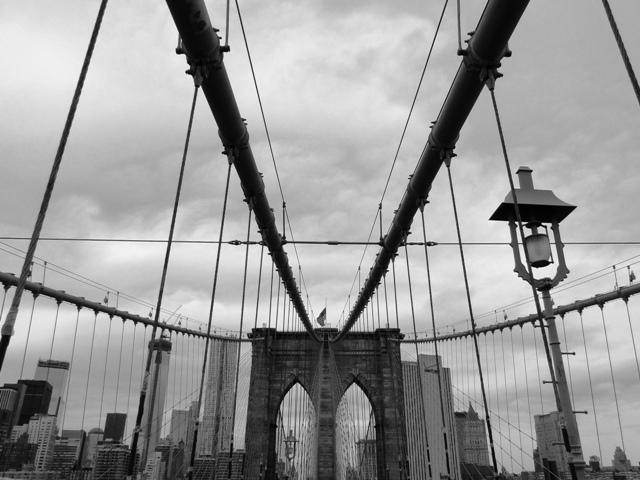 Most Brookliński - pierwszy na świecie stalowy most wiszący, ukończony w 1883 roku (2013)