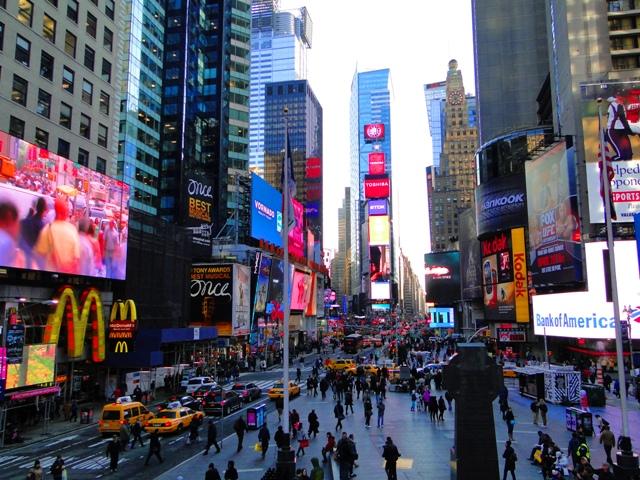 Times Square - centrum nowojorskiej dzielnicy teatralnej (2013)