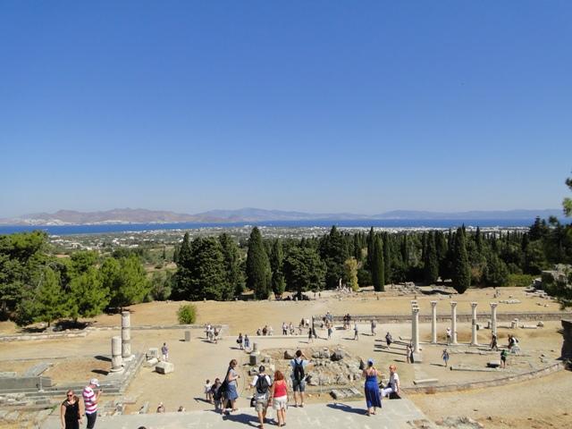 Sanktuarium Asklepiosa – widok z najwyższego tarasu na zachodnią część wyspy i wybrzeże Turcji w okolicach Turgutreis i Akyala (21-28.09.2013)
