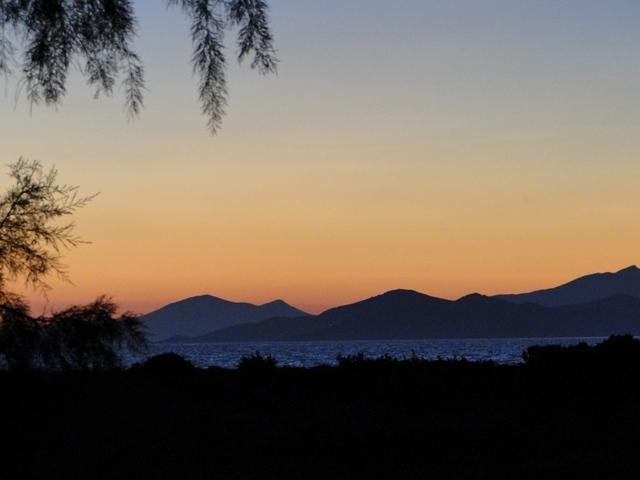 Piękne kolory nieba po zachodzie słońca nad wyspami Pserimnos i Kalimnos (21-28.09.2013)