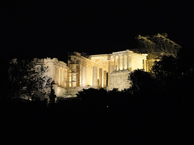 Propylaea nocą - monumentalna brama na Akropol / Propylaea at night - a monumental gateway of the Acropolis (9-11.11.2013)