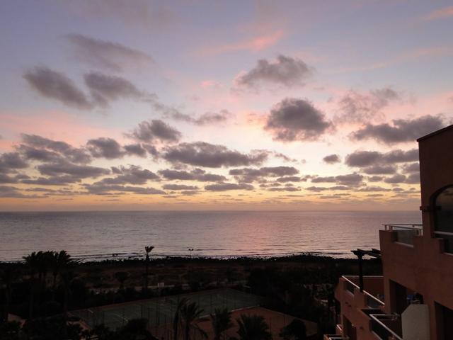 Wschód słońca widziany z pokoju hotelu Elba Sara (6-13.01.2013)
