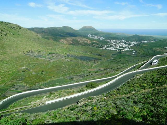 Lanzarote - Widok na miejscowość Haria z serpentyn górskich (6-13.01.2013)