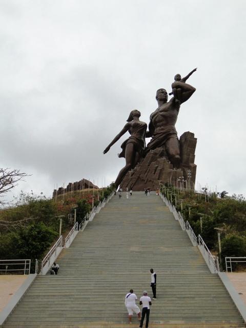 Pomnik odrodzenia Afryki, owoc współpracy Senegalu i Północnej Korei, Dakar (09.01.2014, szósty dzień objazdu)